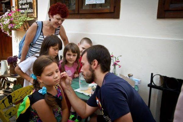Na Hrnčiarskej čakalo deti aj maľovanie na tvár.